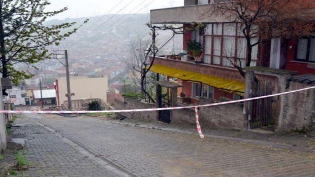 Sakarya'da su sızıntısı evlerin temellerini tehdit ediyor!