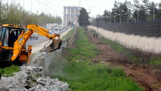 Diyarbakırda belediyeden askere yol teşekkürü!