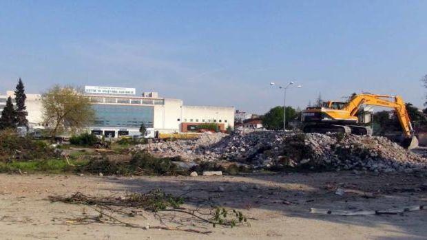 Sakaryada yeni hastane binası için 100 ağaç kesildi!