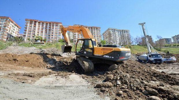 İzmir Evka5 TOKİ konutlarındaki kaymayı önlemek için 210 fore kazık!