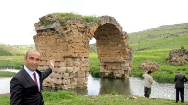 Başkan Özdemir, Tarihi Septimius Severus Köprüsü turizme kazandırılıyor