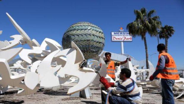 35 milyon lira harcanan Mersin Deniz Parkın yıkımına başlandı!