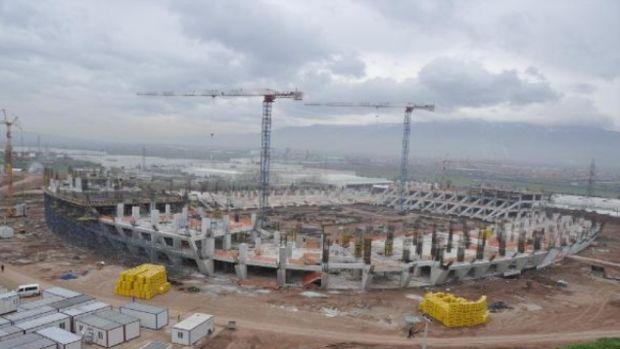 İzmitin yeni stadının inşaatında haciz şoku!