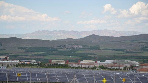 En yüksek kapasiteli güneş enerjisi santrali açıldı!