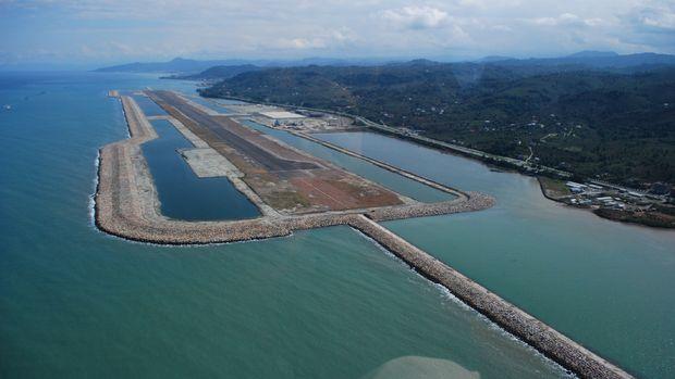 Türkiyenin deniz üzerindeki ilk havalimanı yarın açılıyor!