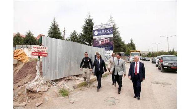 Bitlis Valisi Öztürk Ahlat AVM inşaatında incelemelerde bulundu!