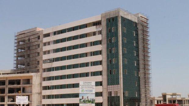 Cumhurbaşkanı Antalyada bitmeyen hastane ve stadın açılışını yaptı