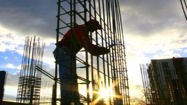 Akrobat değil, işçiler inşaatta çalışıyor!