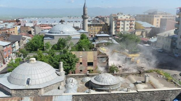 Tarihi Muratpaşa Caminin çevresi açılıyor!