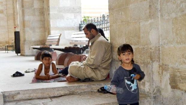 Suriyeli küçük Gattiş, kağıttan maketlerle ülkesini yeniden imar ediyor!