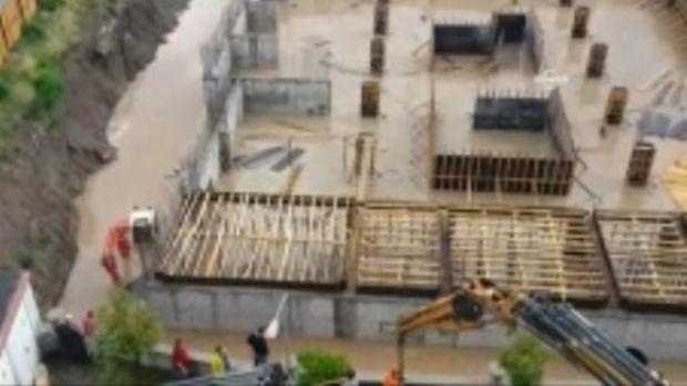 Balıkesir SSK İl Müdürlüğü binası inşaat alanı sular altında kaldı!