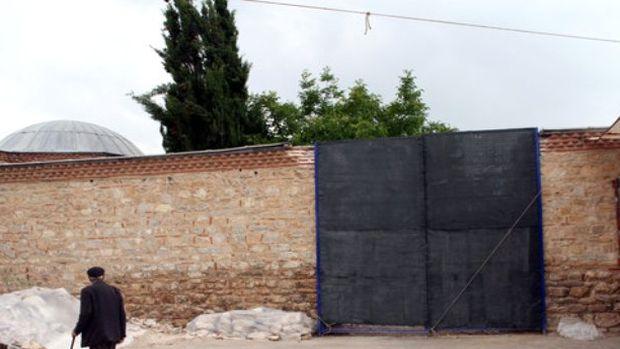 Sinan Paşa Külliyesinin duvarının yıkıldığı iddiası!