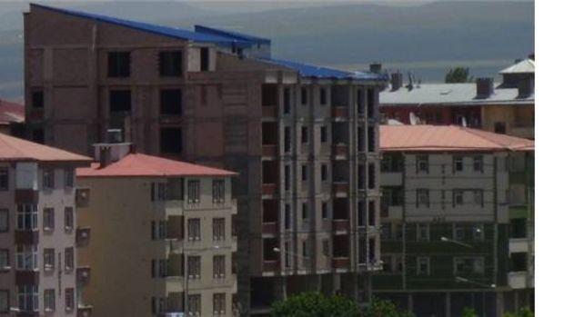 Karsın cadde ve sokaklarında yeni konutlar yapılıyor!