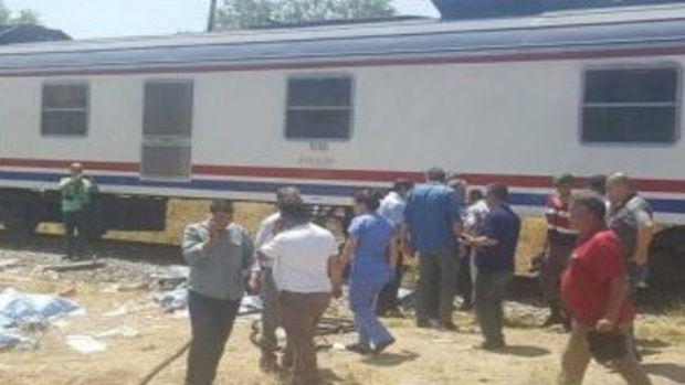 İşçi Dolu Minibüs Trenin Altında Kaldı! 6 Ölü 21 Yaralı