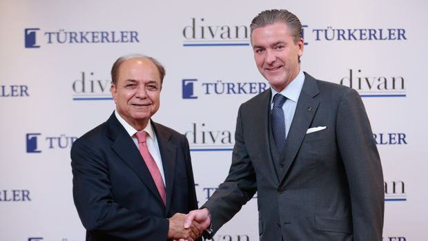 Türkerler Holding Mahallde Divanla El Sıkıştı