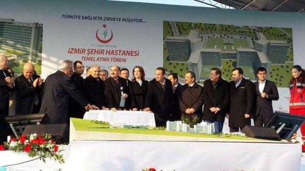 İzmir Şehir Hastanesinde İmzalar Atıldı
