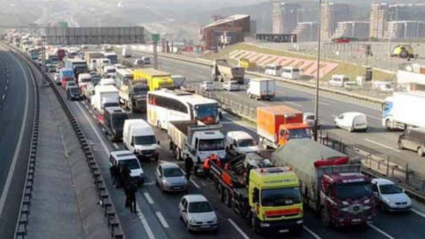 """İstanbul'da Yılbaşında 7 İlçeye """"Ağır"""" Yasak"""