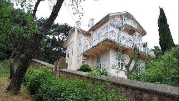 Hüseyin Rahmi Gürpınar'ın Heybeliada'daki Evi Yenileniyor