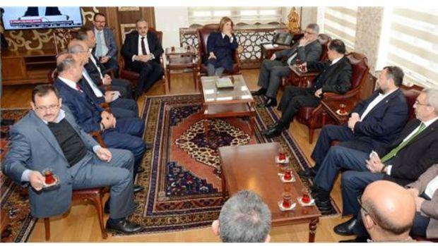 Kırşehir Aksaray Ulukışla Demiryolu Hattında İlk Kazma 2017'de Vurulacak