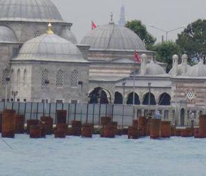 Üsküdar Meydan Düzenlemesi Çalışmalarında 5 Asırlık Cami Çatladı