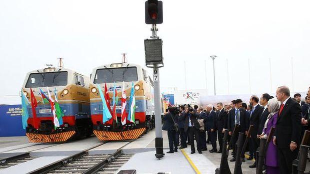 Bakü-Tiflis-Kars Demiryolunda İlk Tren Mersi'nden Yola Çıktı