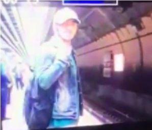 Marmaray'da Trenin Altına Atlayan Gencin Görüntüleri Kameralarda! Feci Şekilde Can Verdi!