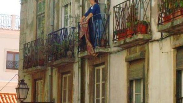 Apartmanlarda Halı Silkelemek Yasak Mı? Apartmanlarda Halı Silkelemenin Cezası?