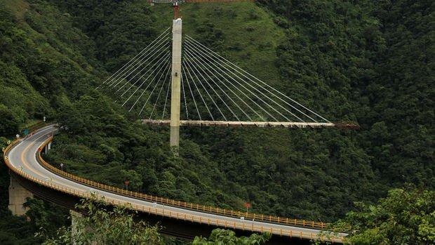Kolombiya'da 9 İşçiye Mezar Olan Dev Köprü Yıkıldı!